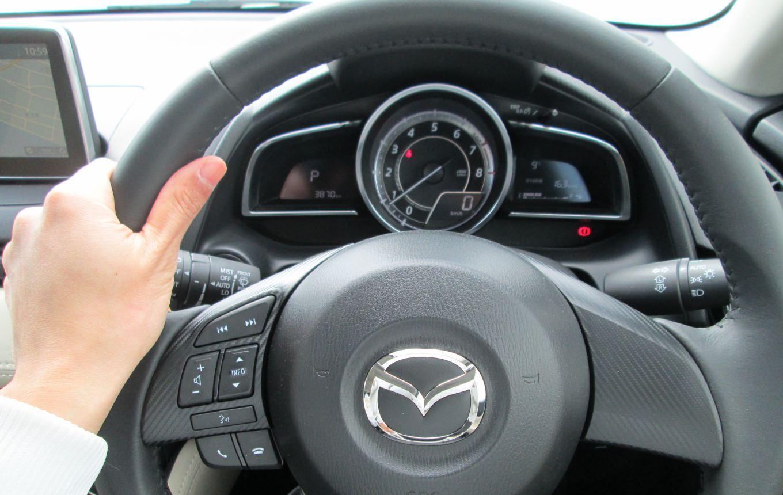 デミオ/運転席