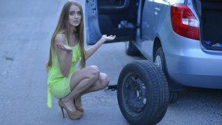最近はスペアタイヤがない車も! 搭載は義務じゃなかったの?