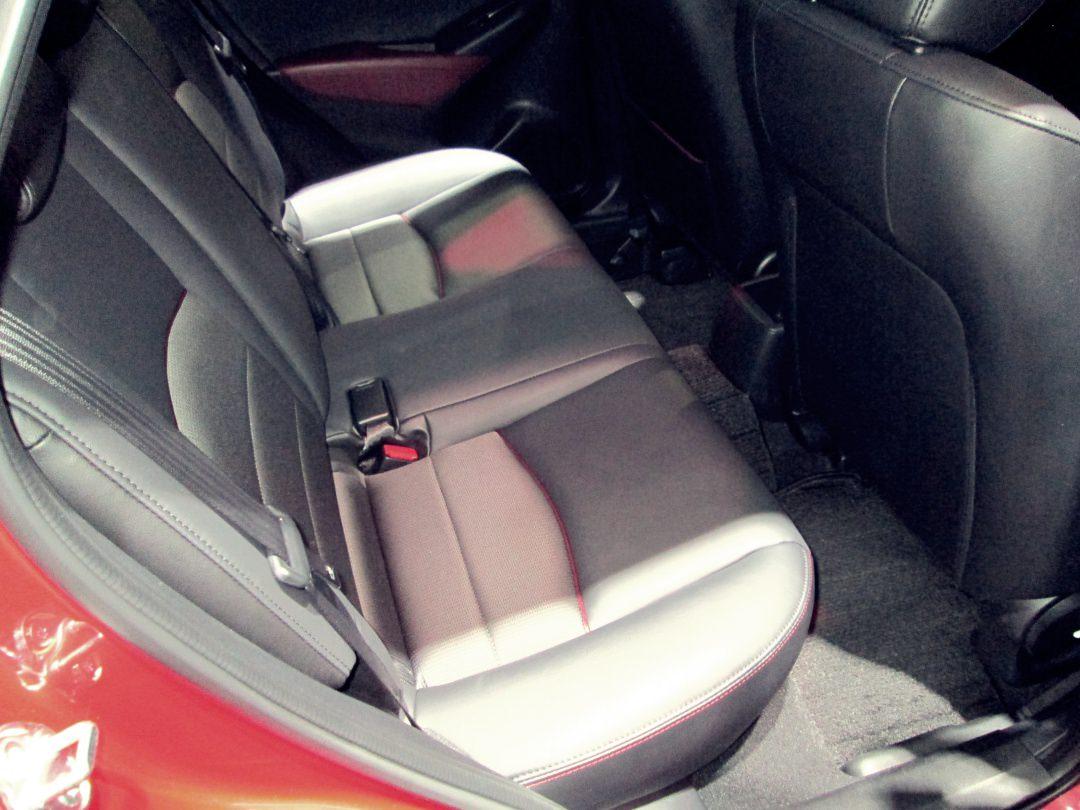 CX-3後席