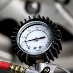 タイヤの空気圧は高めがいいって本当!? 乗り心地への影響は?