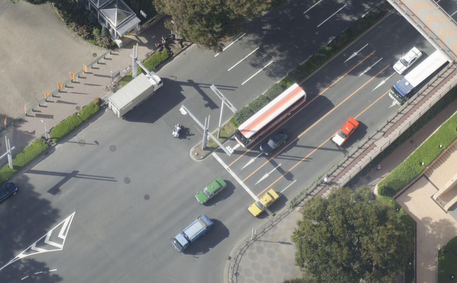 交差点内での車線変更
