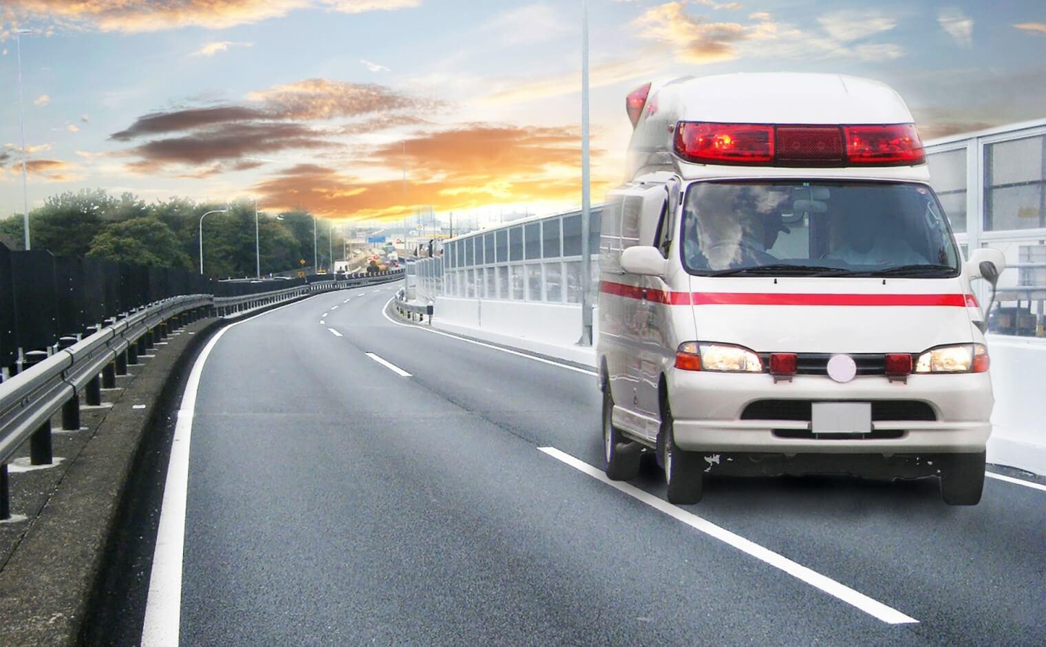 高速道路で救急車が接近